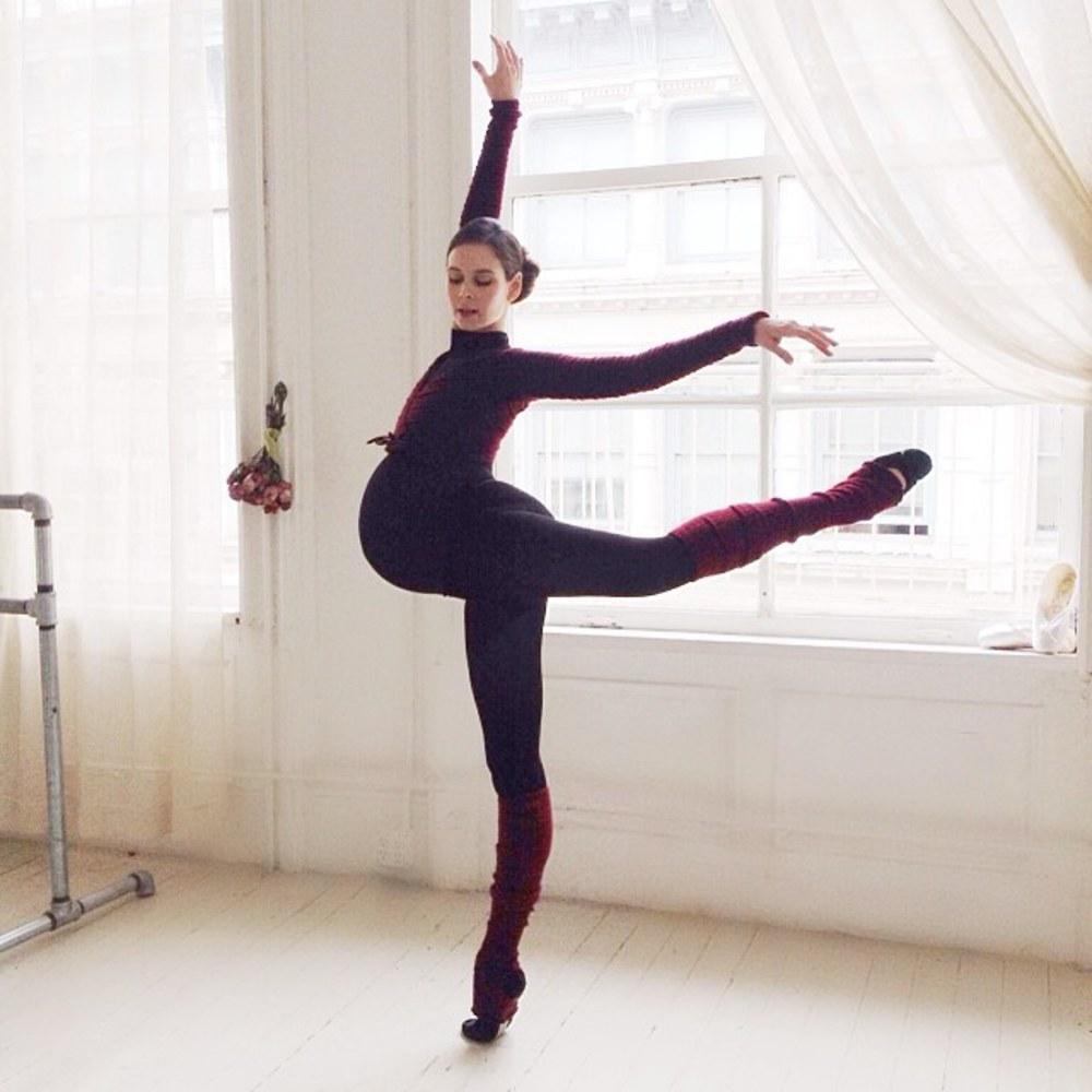 Exceptionnel Enceinte, l'ex ballerine danse jusqu'au bout de sa grossesse UE77